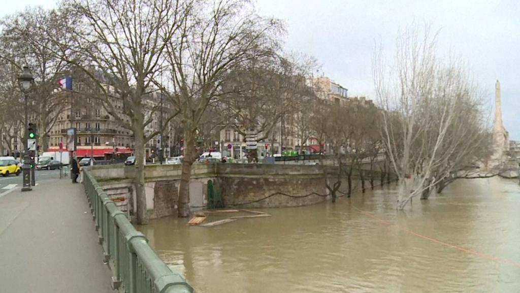 El río Sena alcanza el nivel máximo previsto para esta crecida