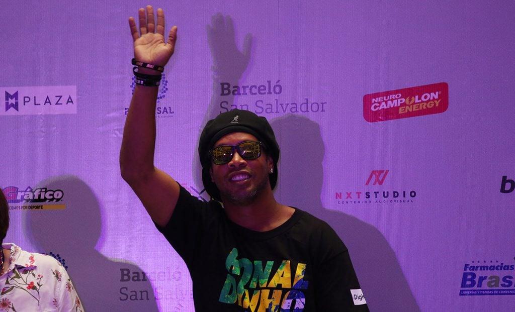 Roberto de Assis, hermano y representante de Ronaldinho, confirmó que este año el astro brasileño se retira y que habrá varios partidos de despedida