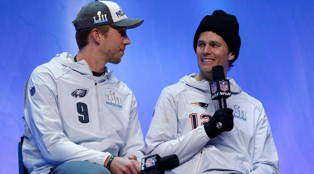 Jugadores de Nueva Inglaterra y Philadelphia no ocultaron su cansancio tras atender a cientos de medios de todo el mundo; quieren concentrarse en el partido del domingo