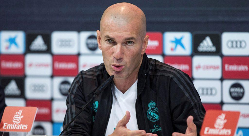 """Ante los rumores de la posible salida de Cristiano Ronaldo del Real Madrid, el técnico merengue Zinedine Zidane asegura que el portugués """"está en su club"""""""