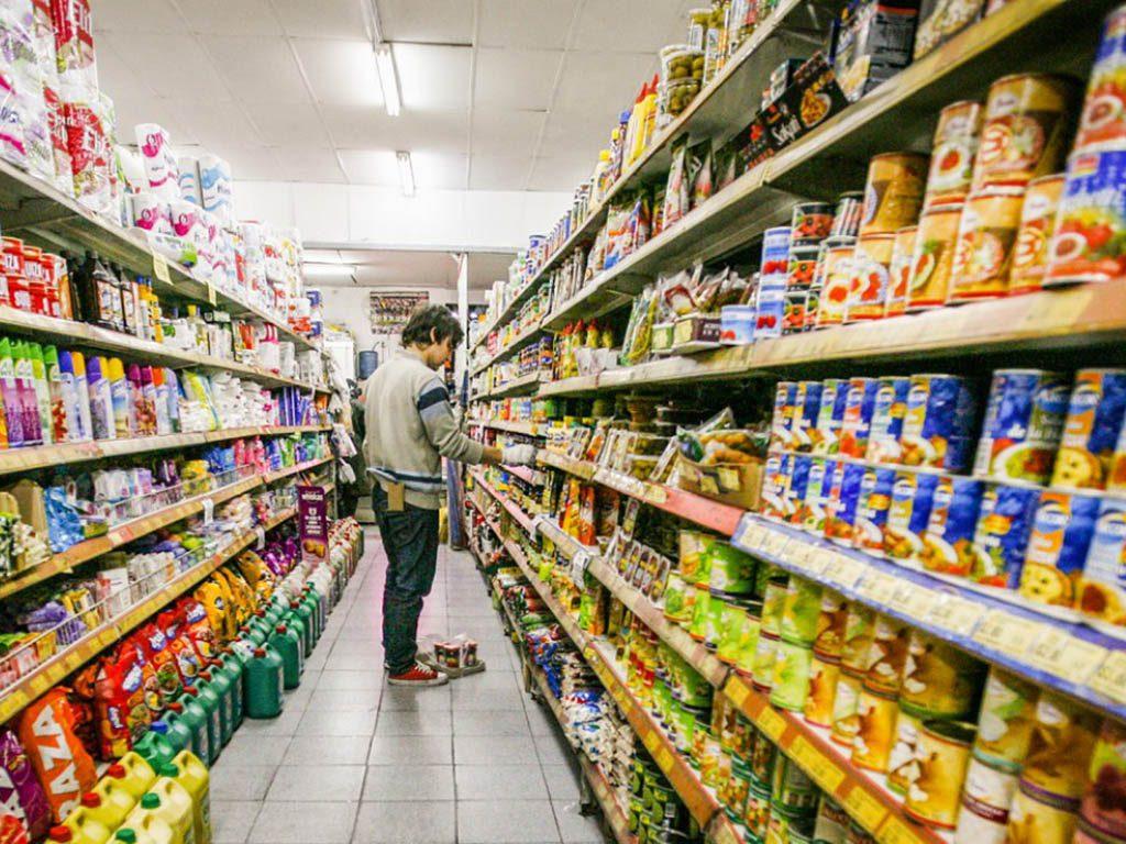 Aumentan precios de abarrotes, lácteos y cigarros, advierte Canaco