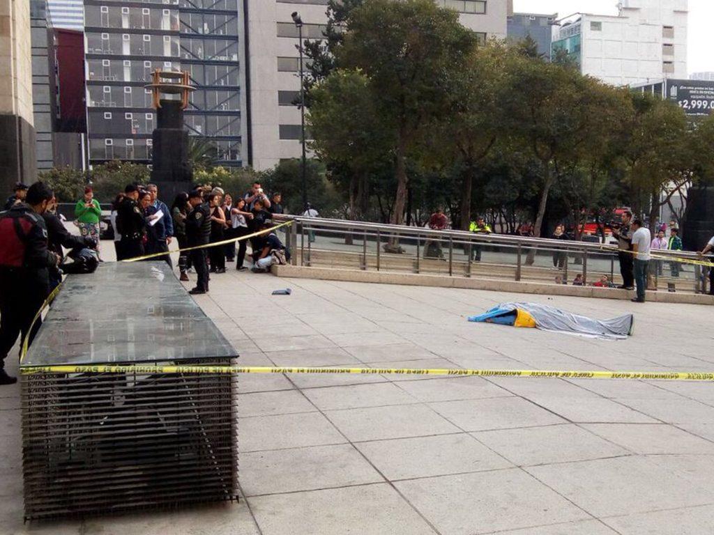Hombre fallece al caer del Monumento a la Revolución