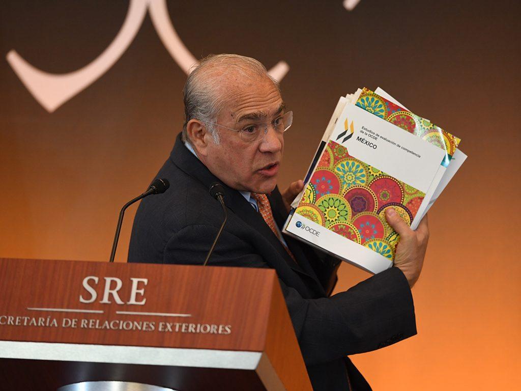 Proveedores del IMSS, incumplidos en 17% de contratos de 2016: OCDE