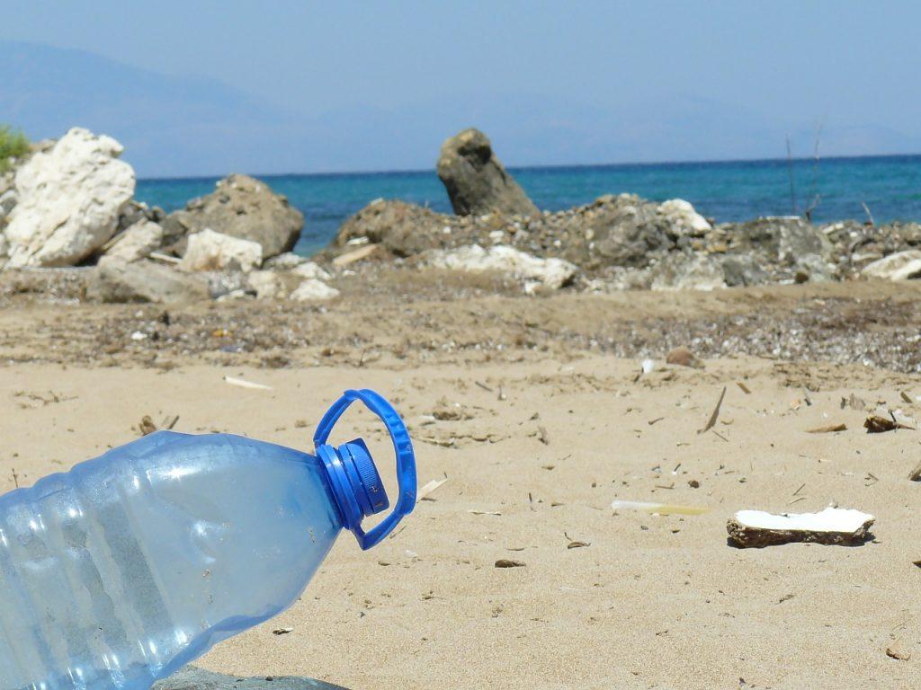 En 2050 habrá más plástico que peces en el mar, alerta Comisión Europea