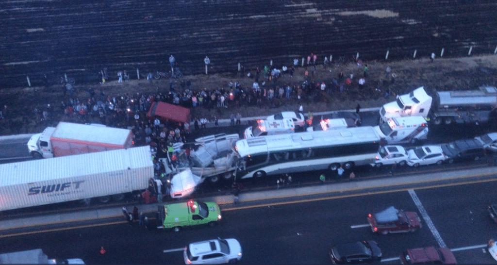 Al menos 15 lesionados en carambola sobre el libramiento Toluca-Lerma