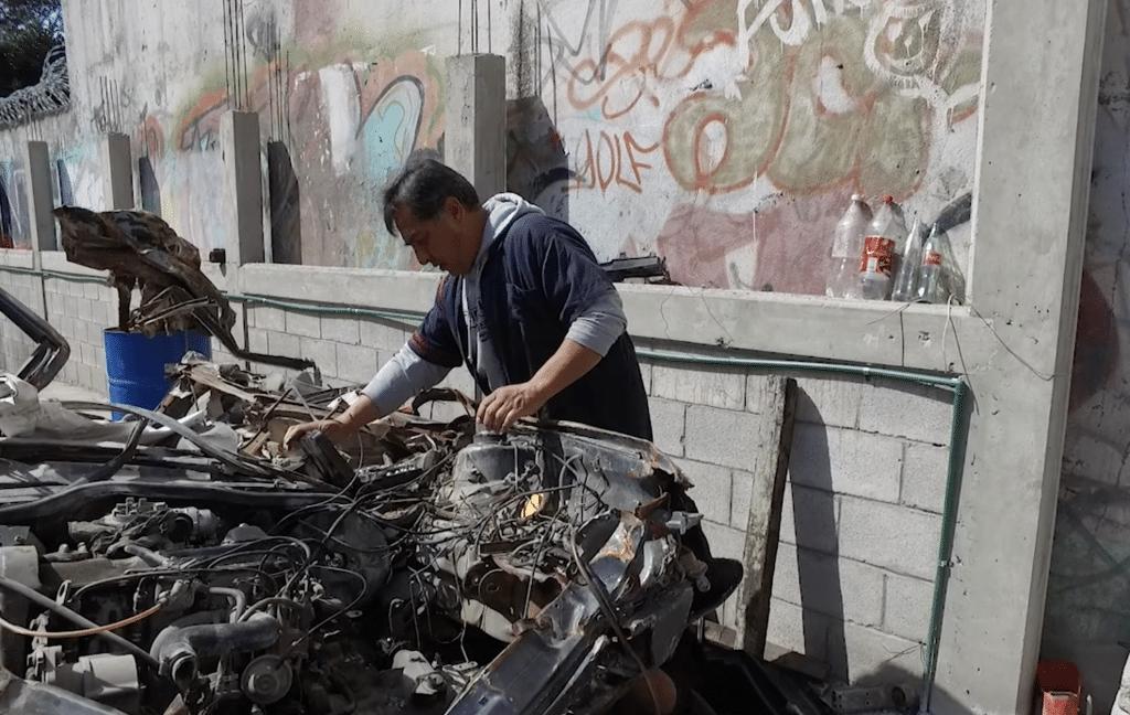 Levanta su taller mecánico después del sismo