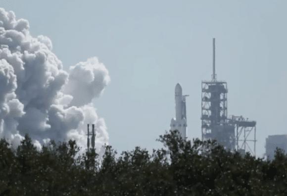 Prueba estática del Falcon Heavy hace tres días. Foto. spacexpage