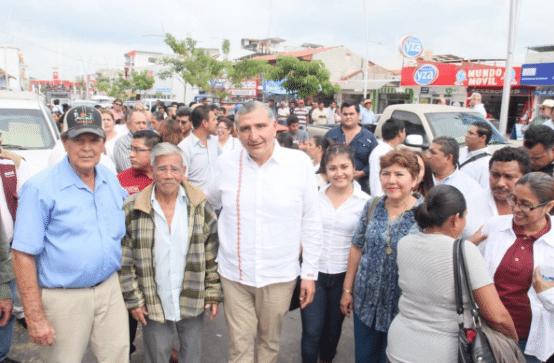 López Hernández (centro). Foto @adan_augusto