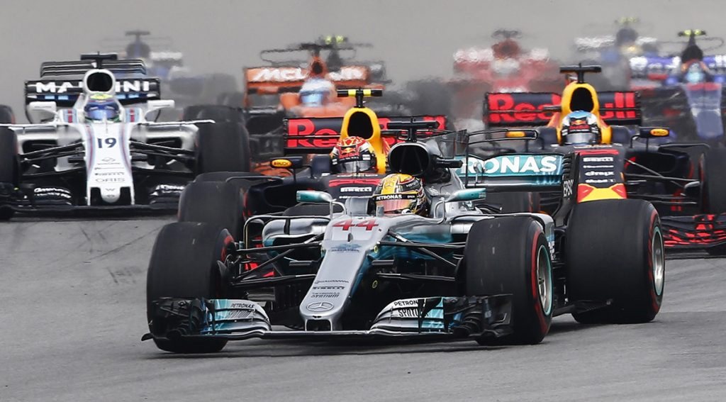 Un día después de anunciar que ya no habría edecanes en la parrilla de salida, la Fórmula Uno anuncia el cambio de horario en el arranque de las carreras