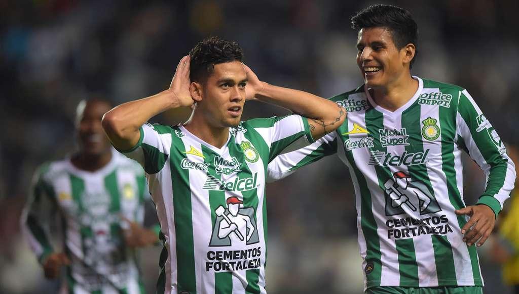 Con goles de Mauro Boselli y Andrés Andrade, los Esmeraldas del León regresaron a la senda del triunfo al vencer 2-1 al Puebla; Landon Donovan debutó