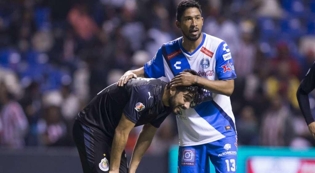 Con goles de Omar Fernández y Lucas Cavallani, Puebla le propinó su tercera derrota a las Chivas Rayadas del Guadalajara al vencerlo 2-0 en el arranque de la fecha 5