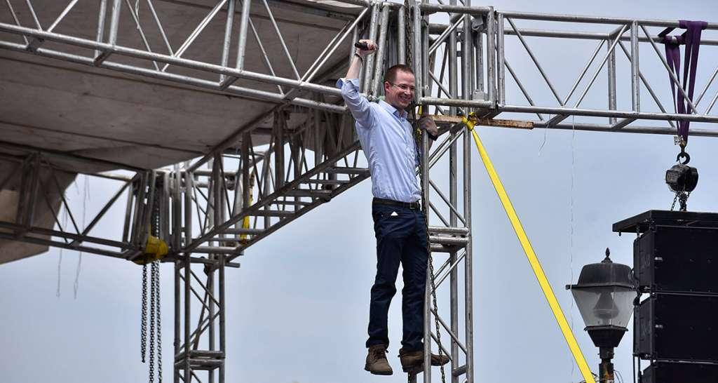 Ricardo Anaya, precandidato presidencial de la coalición Por México al Frente, cerró su precampaña en Veracruz, reiterando que su candidatura es la única que ha crecido