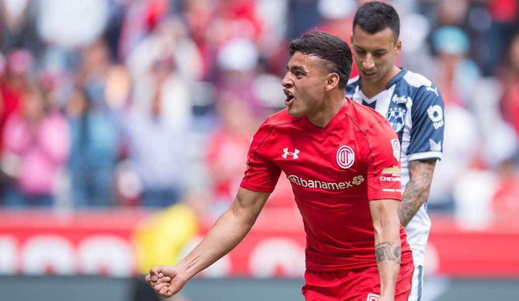 Los Diablos Rojos del Toluca vencieron 2-1 a los Rayados del Monterrey en el Nemesio Diez para terminar con el invicto de los regiomontanos en el torneo