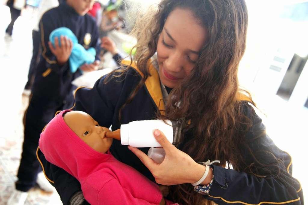 Robotizan el control natal: Niños que cuidan niños