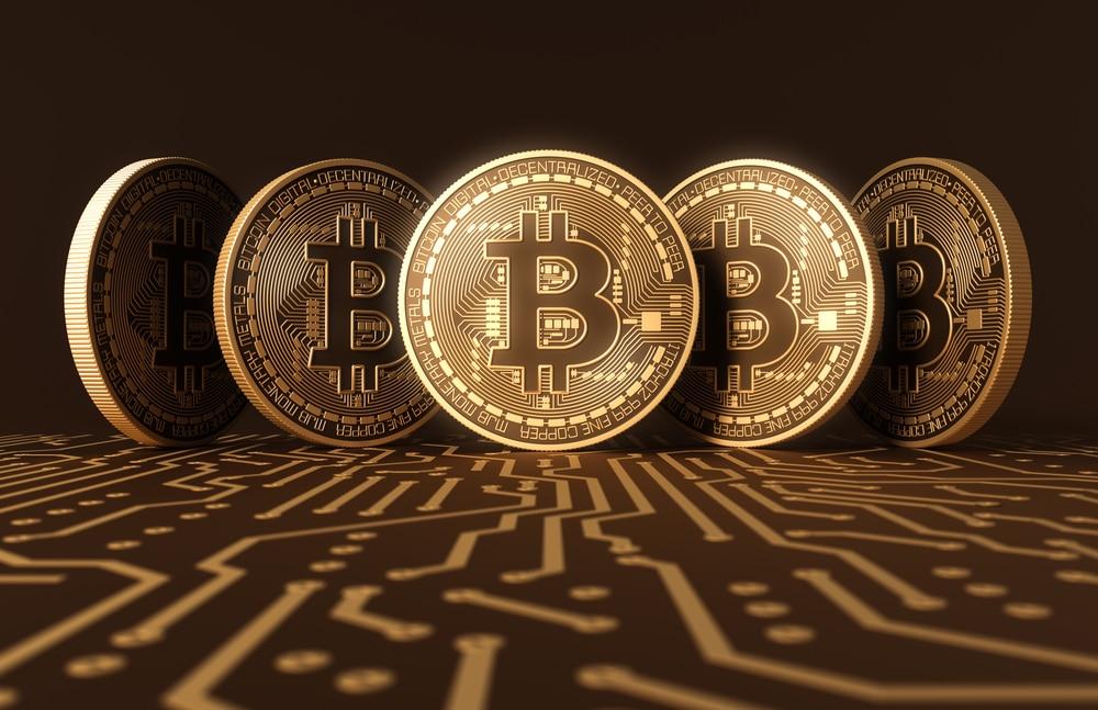El BPI, de Agustín Carstens, se lanza contra el Bitcoin