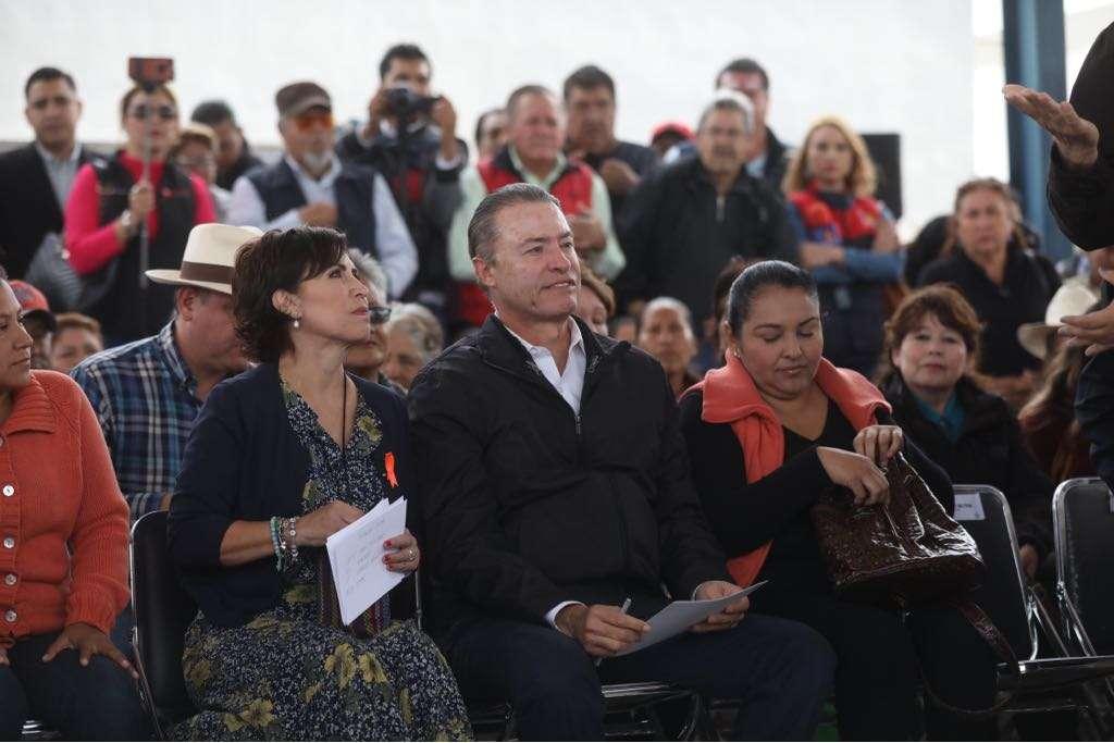 Gobierno de Sinaloa y Sedatu entregan cientos de escrituras