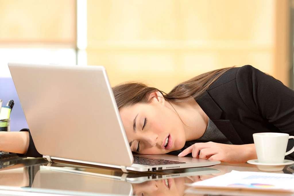 ¿No duermes bien? Así es como el insomnio podría afectarte en tu trabajo