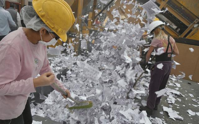 IECM ordena la destrucción de 100 toneladas de material electoral