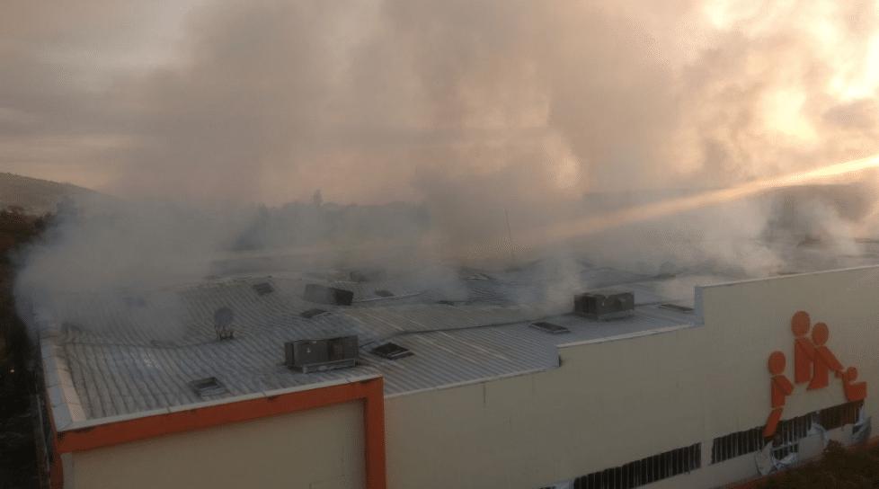 Se incendian un supermercado y un mercado en la CDMX