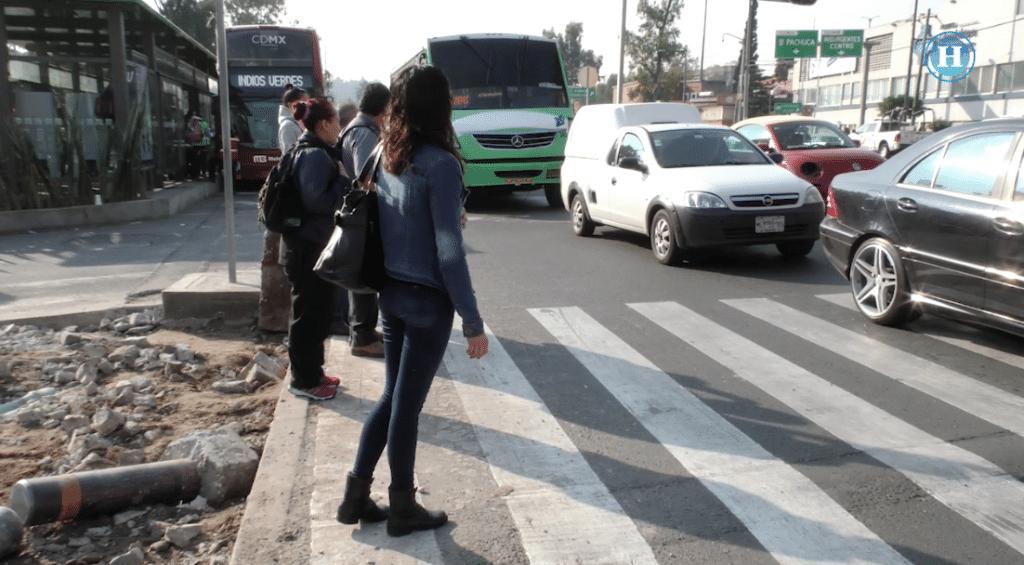 Descuidan semáforos peatonales en la L7