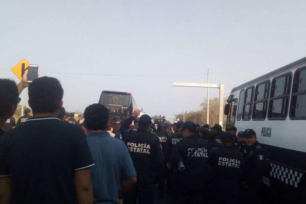Gobierno de Veracruz detiene a maestros del estado y de Chiapas
