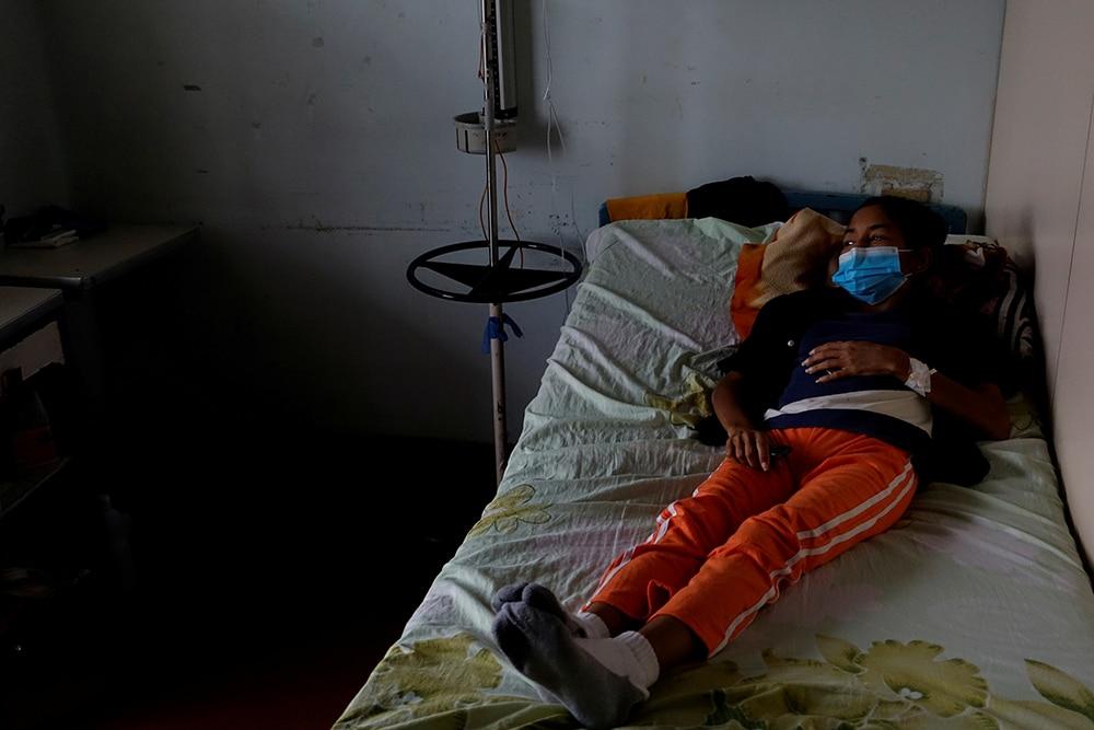 Batalla perdida. Yasmira Castaño, de 40 años, perdió su riñón trasplantado por falta de inmunodepresores. Foto: Reuters