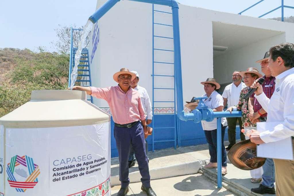Gobernador de Guerrero entrega planta potabilizadora en Buenavista de Cuéllar