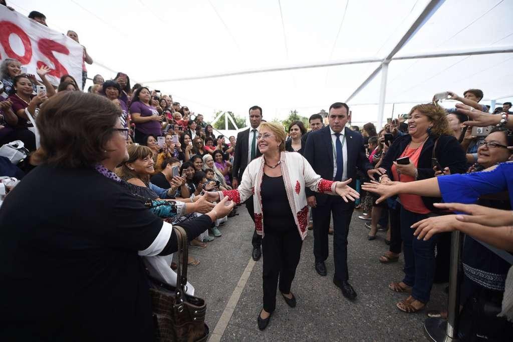 Bachelet deja La Moneda y se dirige a Valparaíso a entregar el mando