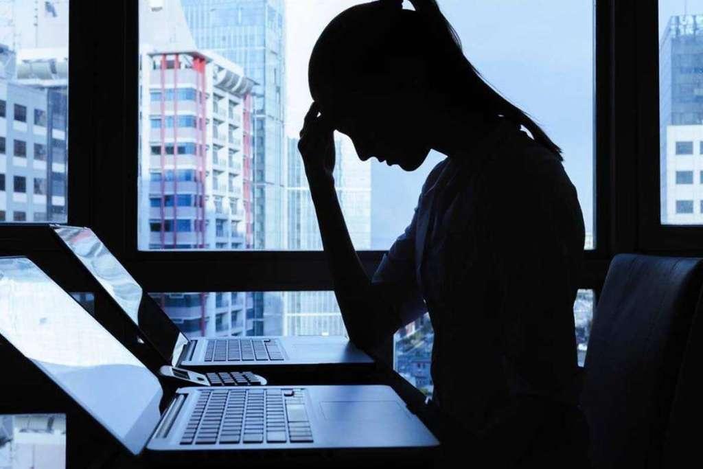 Alertan por ciberacoso a mujeres