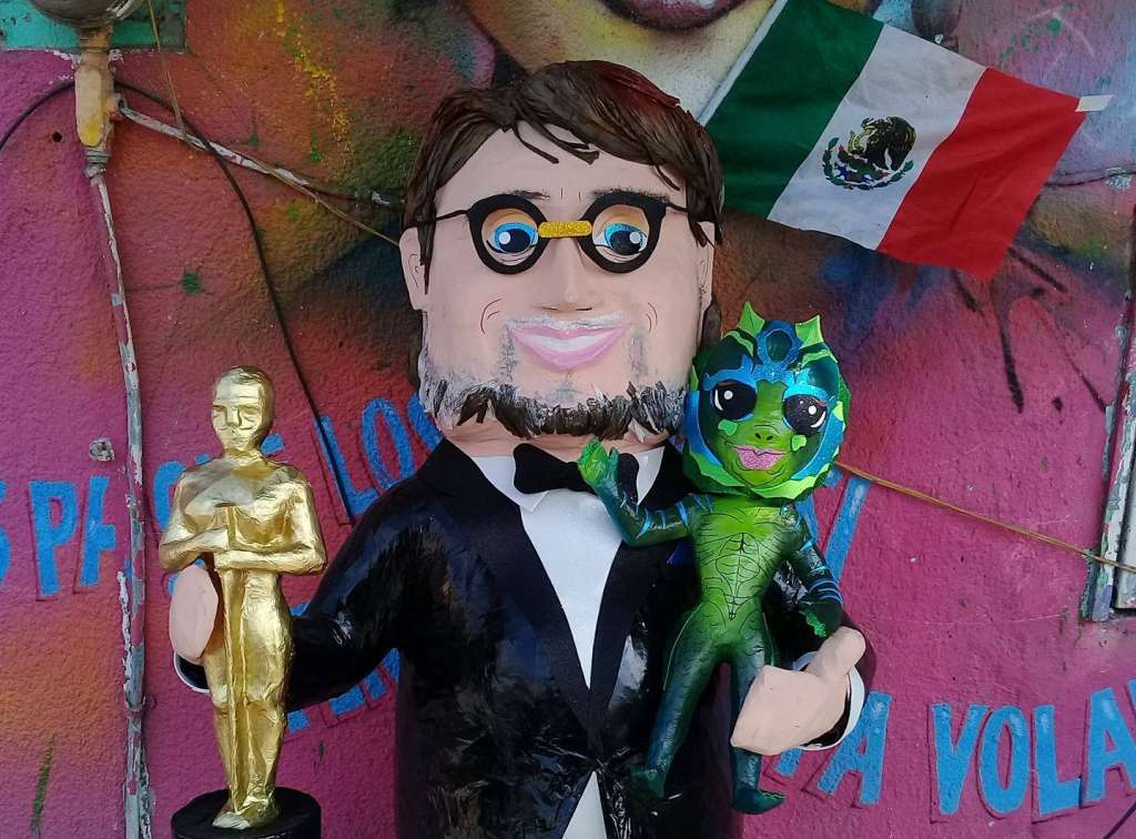 Crean una piñata de Guillermo del Toro