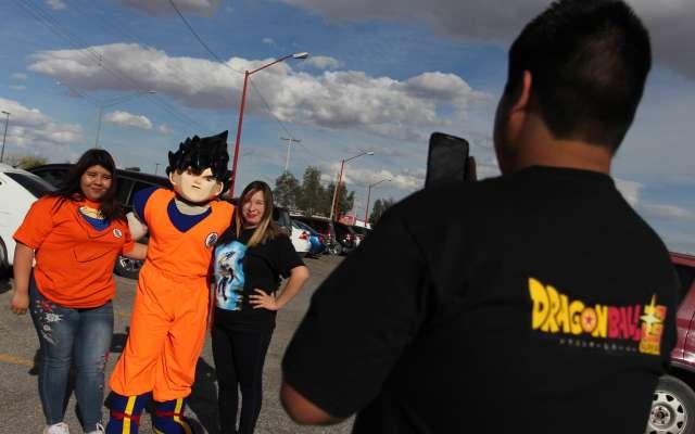 """Fans de """"Dragon Ball Super"""" disfrutan  transmisión del capítulo 130  en Ciudad Juárez"""