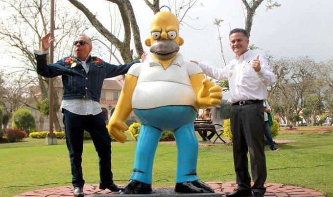 Develan estatua de Homero Simpson en Orizaba, Veracruz