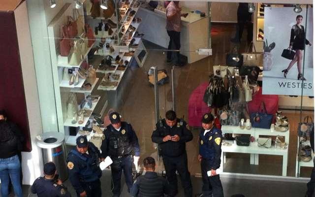 Hombre dispara a empleada de tienda en Reforma 222, luego intenta suicidarse