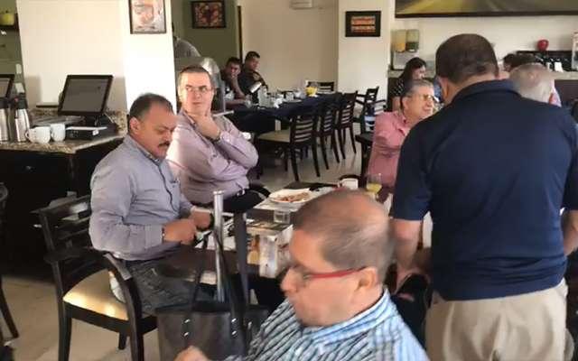 Ebrard y Mancera coinciden en restaurante de Tepic y no se saludan