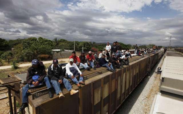 Ordena EU militarizar la frontera con México