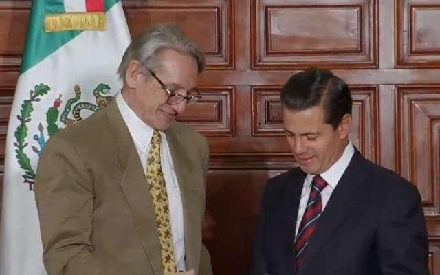 Candidato presidencial critica reforma educativa en México