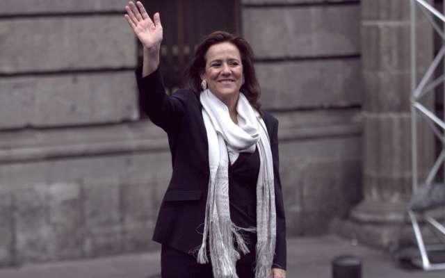 Margarita Zavala, primera en llegar al Palacio de Minería para el debate