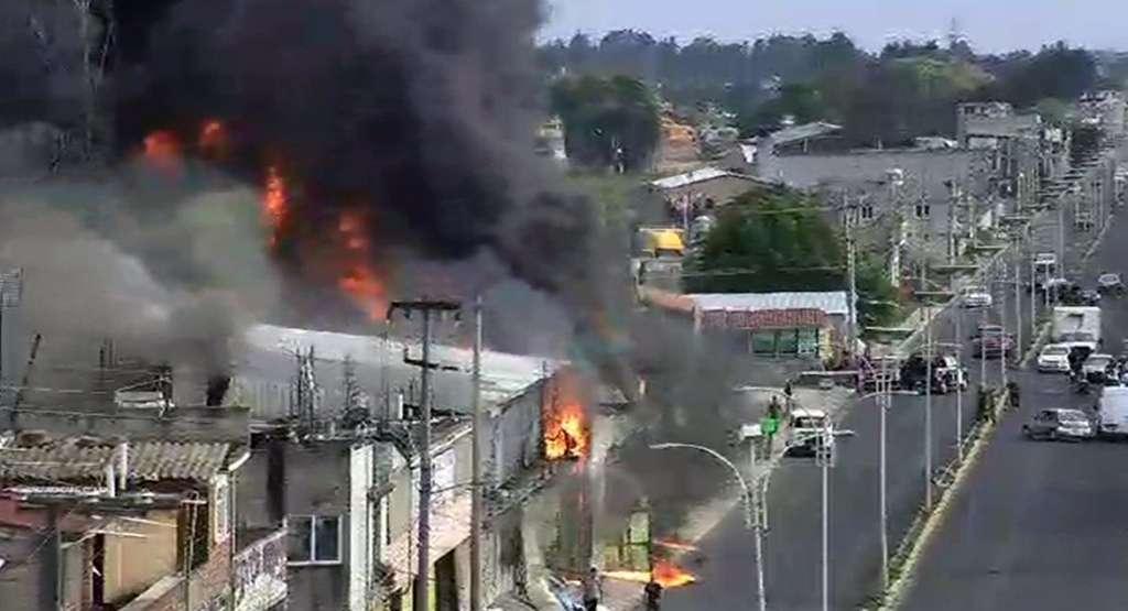 Arde fábrica de colchones en Ocoyoacac