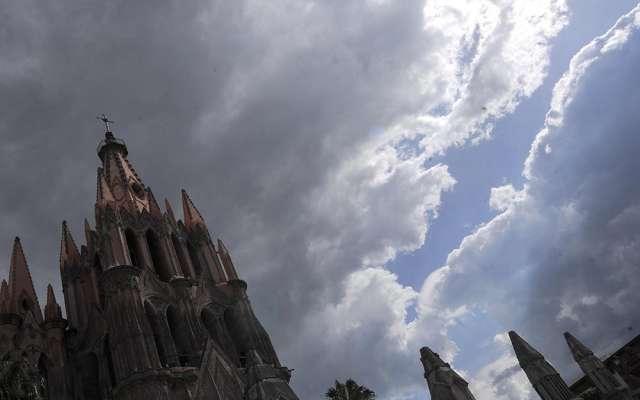 Sentencian a 60 años a sacerdote por abuso sexual