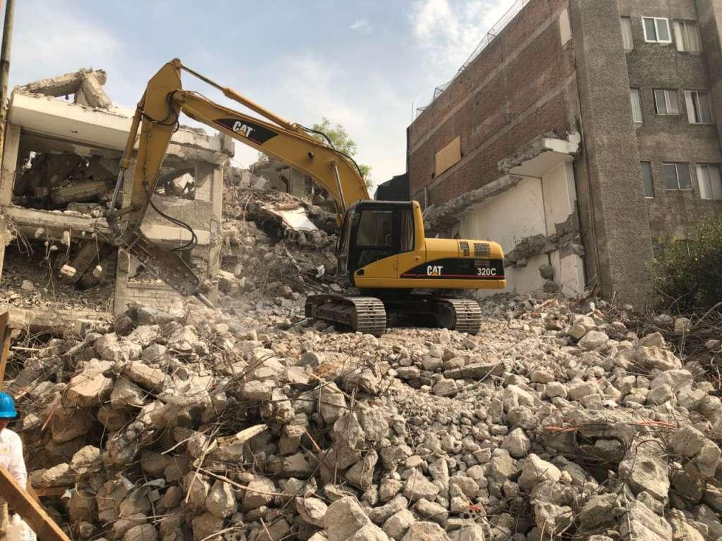 Tardan seis meses en demoler edificio en Taxqueña