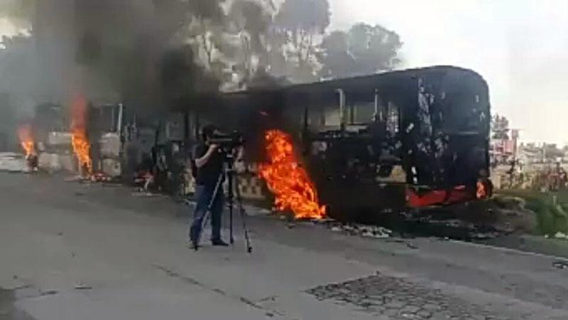 Queman camiones en protesta en el Estado de México