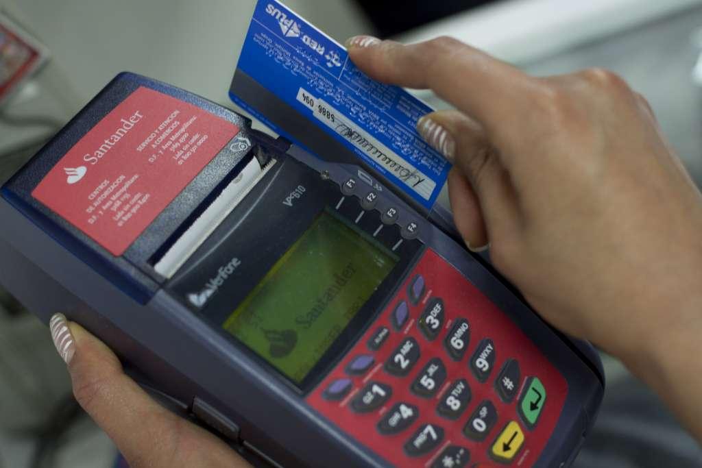 Actualmente en el mercado hay 25.81 millones de tarjetas de crédito. FOTO: CUARTOSCURO