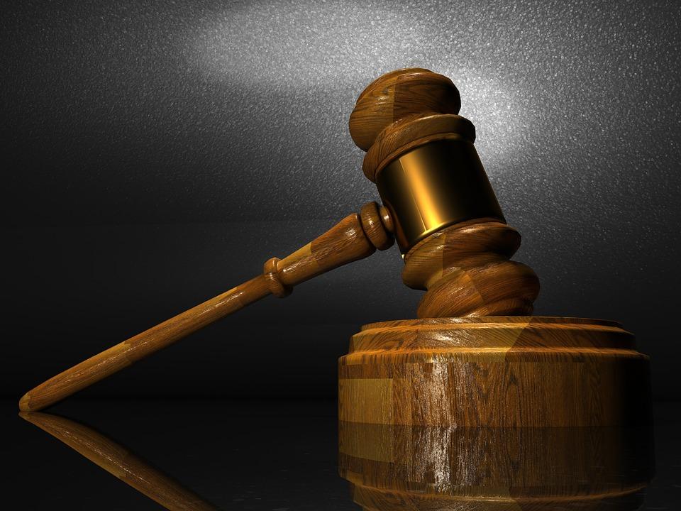 Destituyen a juez por hostigamiento sexual