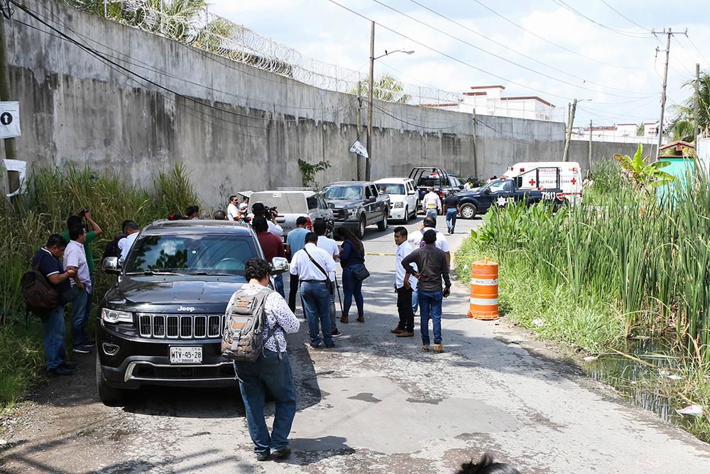 En la imagen, peritos llegaron al lugar el día del asesinato del comunicador. Foto: Cuartoscuro