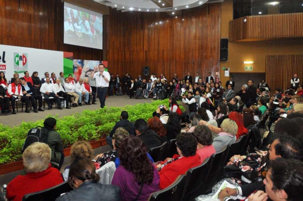 Mikel toma protesta a consejeros de las 16 delegaciones