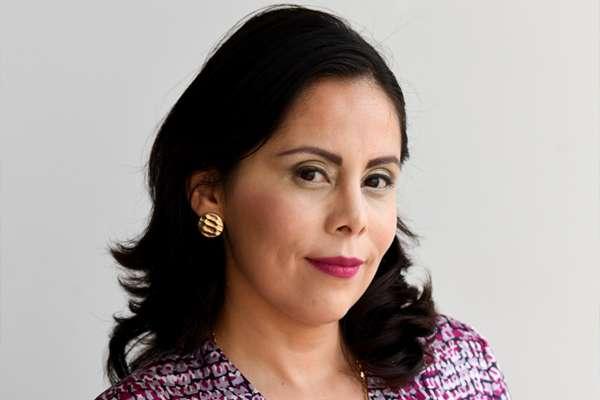 Alejandra Martínez:  Doble Moral
