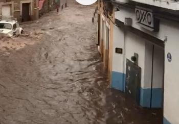 Presa La Olla se desborda y pone a Guanajuato bajo el agua
