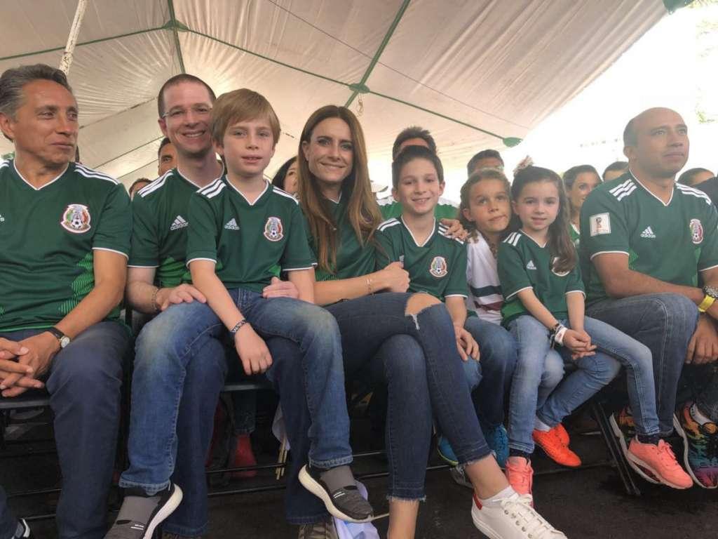Anaya ve partido México-Alemania en CTM Culhuacán, Coyoacán