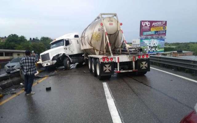 Carambola provoca cierre de la autopista Cuernavaca-Chilpancingo