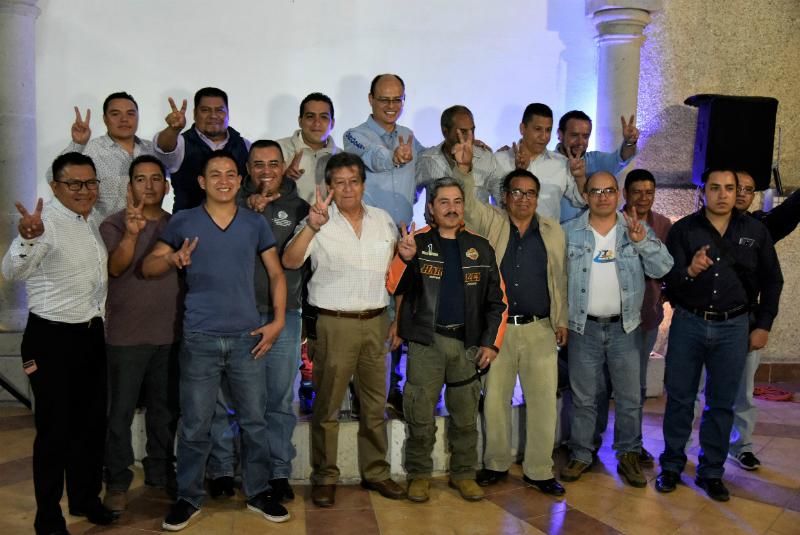 Oropeza promete dignificar a rescatistas y bomberos